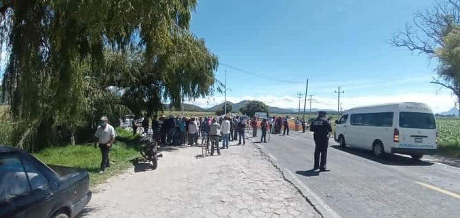 Por uso de bombas antigranizo campesinos cierran la federal Puebla- Teziutlán
