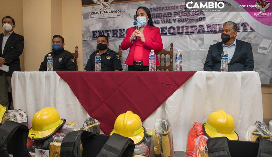 Equipa Lupita Daniel a bomberos y  policías municipales de Cuautlancingo