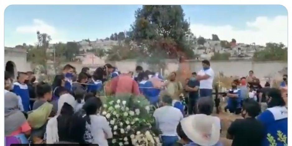 Familia y amigos le dan el último adiós a Claudia Cecilia, víctima del feminicidio 95 en Puebla