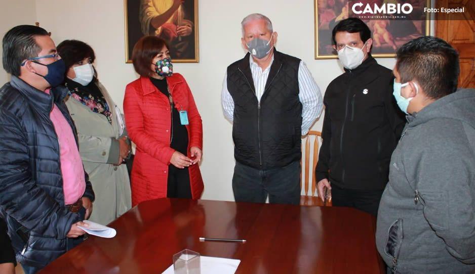 Directivos de escuela de Teziutlán afectada por lluvias agradecen ayuda de Carlos Peredo
