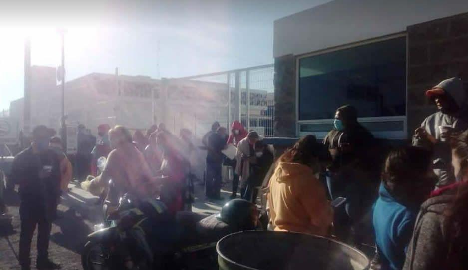 Pacientes del Hospital de la Mujer de Tehuacán se quejan: solo dan 15 fichas al día