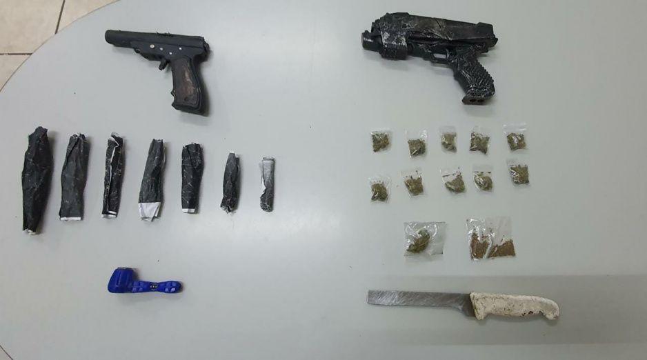 Policías de Texmelucan detienen a dos con marihuana y armas de juguete