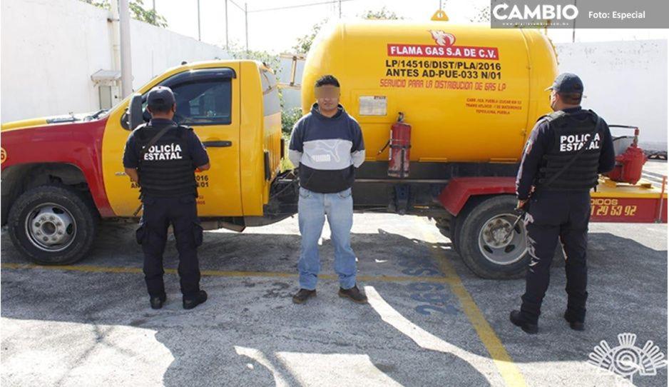 Cae huachigasero en Barranca Honda; transportaba3 mil 800 litros de combustible