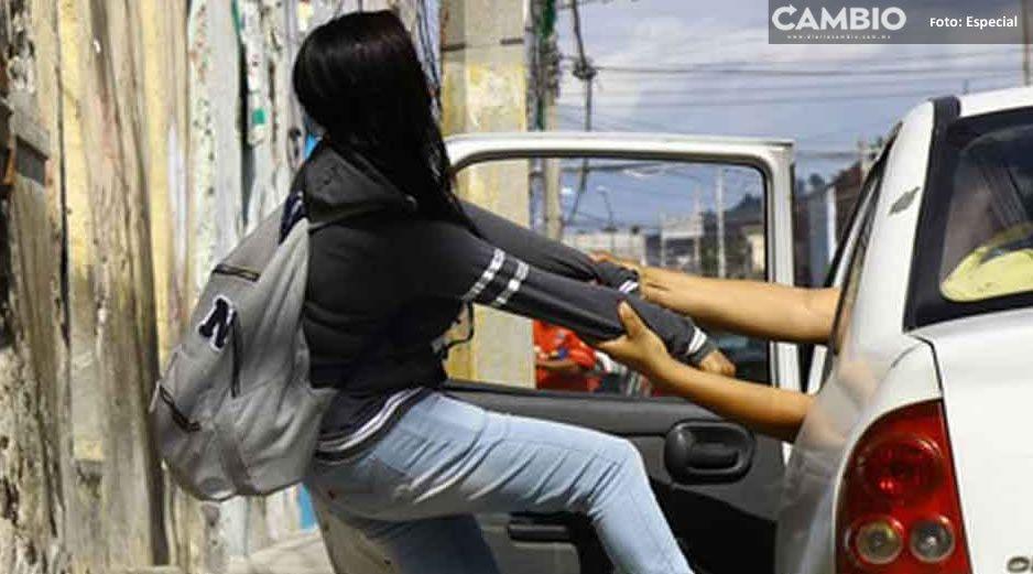 AUDIO: Taxista amenaza e intenta levantar a jovencita sobre Periférico y Bulevar Valsequillo