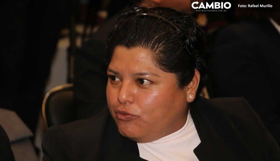 Por tercera ocasión denuncian a  Karina Pérez por abuso de autoridad