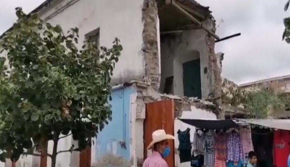 Comercios en Izúcar abren entre ruinas, literal