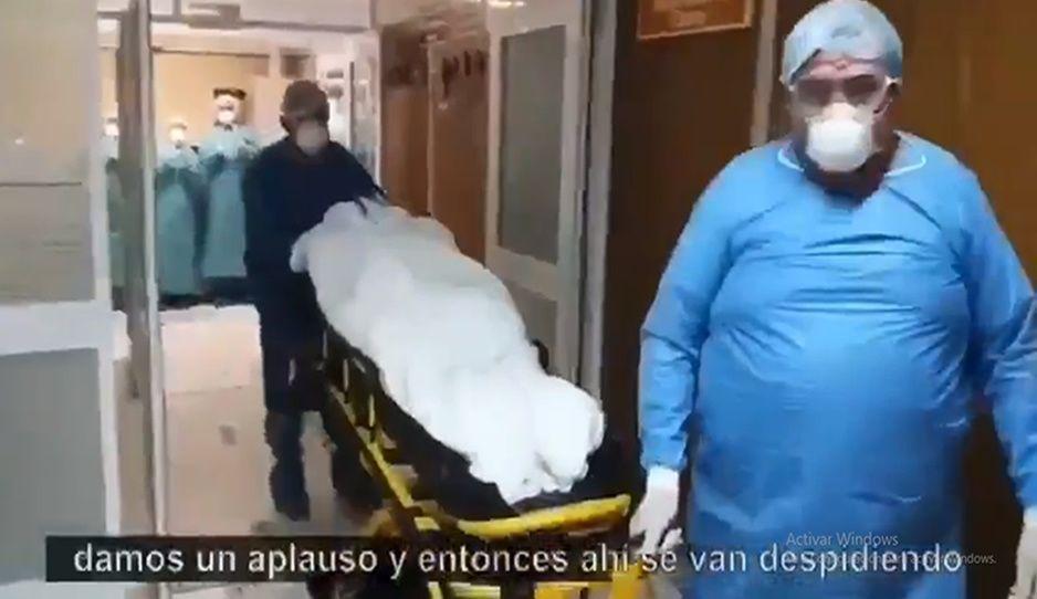 Abuelita de 70 años le gana la batalla al coronavirus tras 23 días en terapia intensiva en IMSS San José (VIDEO)