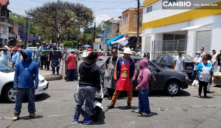 Se manifiestan vecinos de Atlixco para evitar que tianguistas se sigan instalando durante la pandemia