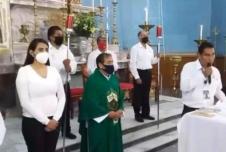 Angélica Alvarado ignora el quédate en casa y se pavonea en misa dominical (VIDEO)