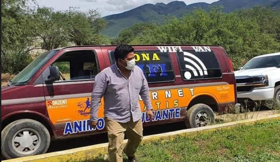 ¡Héroe! Faustino lleva Internet a estudiantes en su Ajalpan WIFI-VAN
