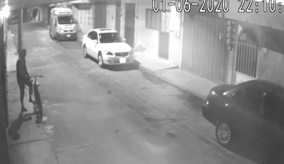 Captan a sujeto que intentaba robar cámara de vídeo vigilancia en Texmelucan
