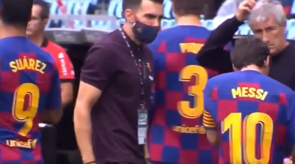 Messi ignora las indicaciones del cuerpo técnico del Barcelona (VIDEO)
