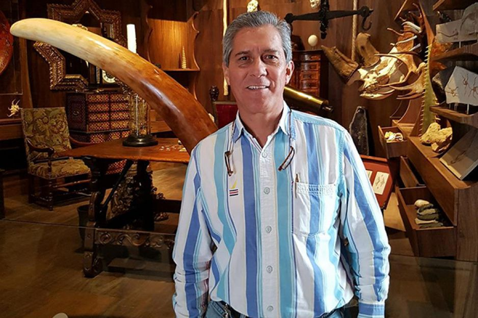 Recluta Genova al misógino Javier López Cuevas
