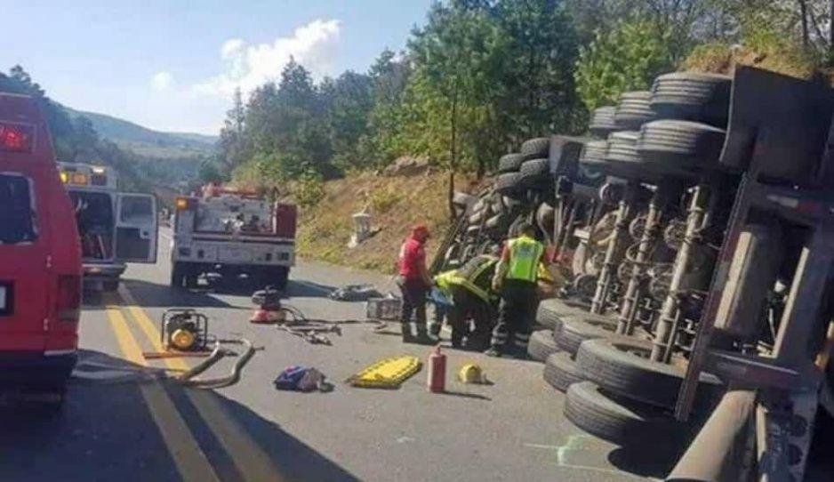 Suman 5 muertos del terrible accidente donde remolque de tráiler aplastó a poblanos en la México-Tuxpan