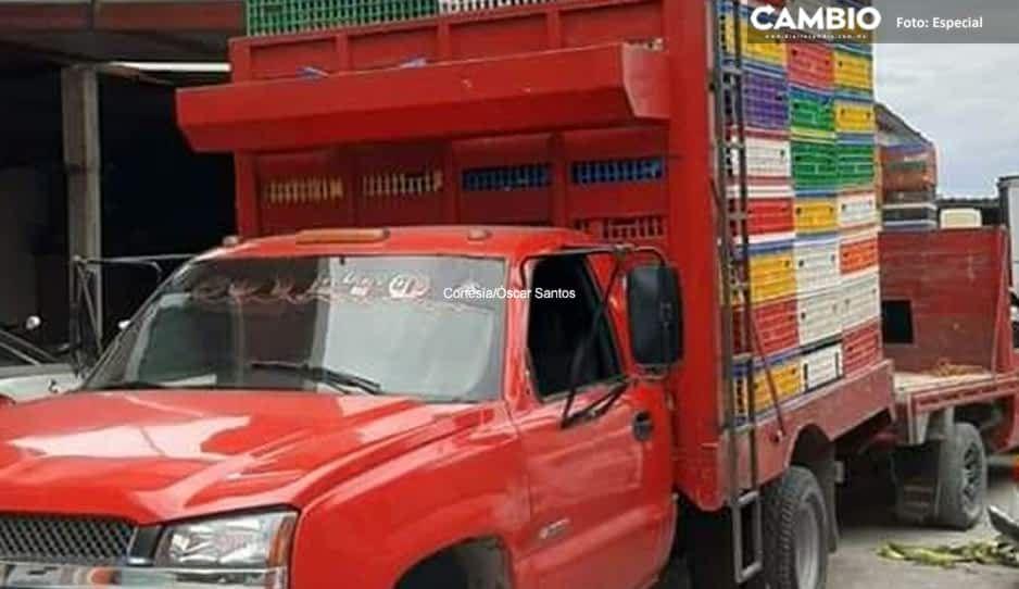 Roban camioneta cargada de pollo vivo en la federal Puebla-Tehuacan