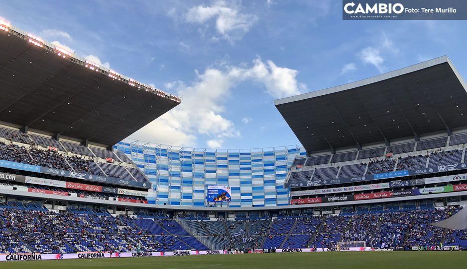 Búfalo aplaude regreso de la afición a los estadios aunque poblanos ni pelen a La Franja