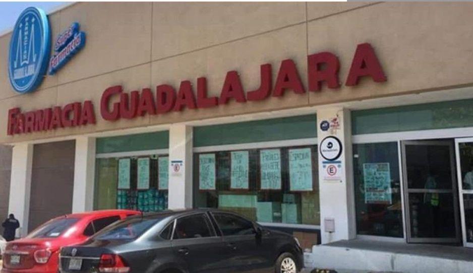 A punta de pistola asaltan Farmacia Guadalajara de Circuito Juan Pablo II