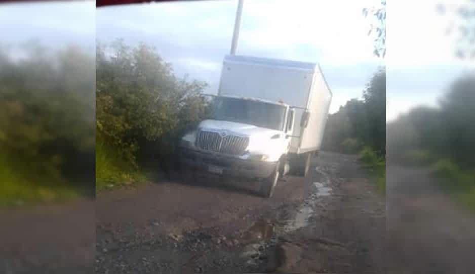 Tras persecución, abandonan camión en Texmelucan