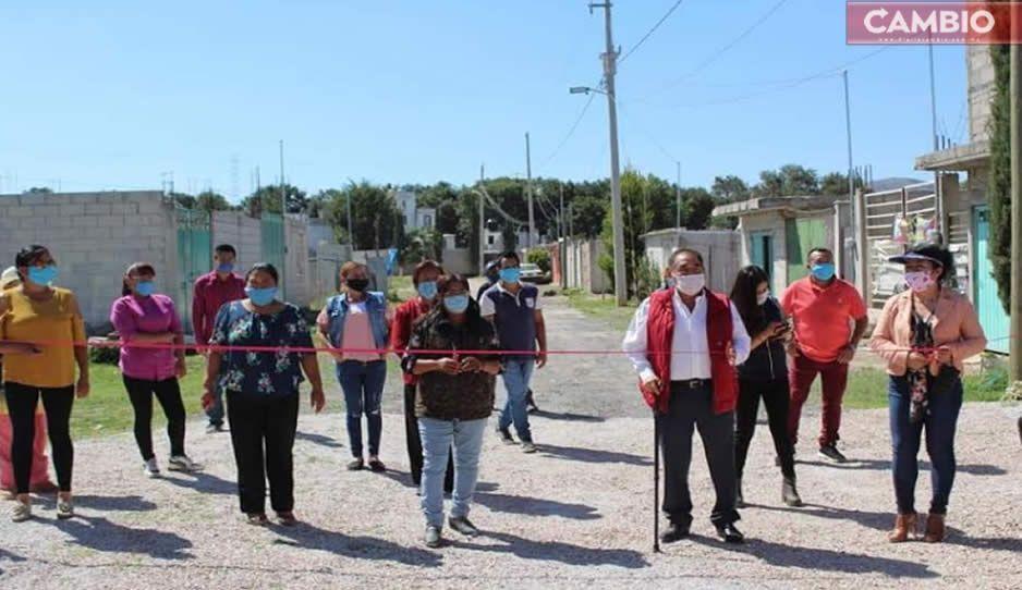 Mario de la Rosa entrega obra de alcantarillado en Jardines de Chachapa, Amozoc