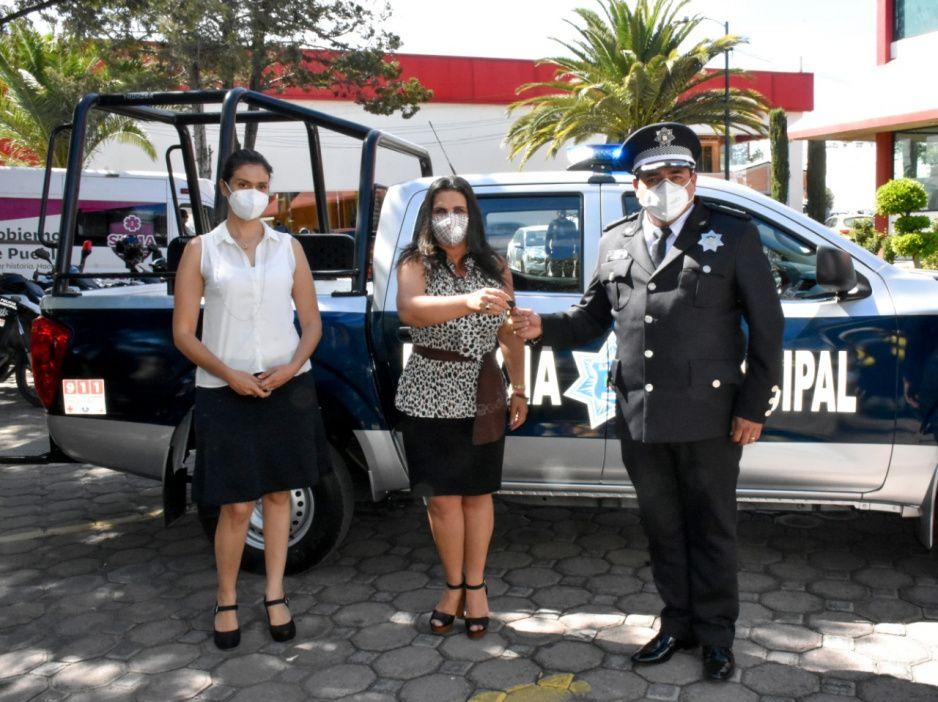 Norma Layón encabeza entrega de una patrulla y equipo a Seguridad Pública de Texmelucan