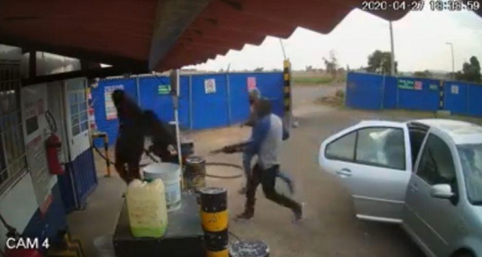 Comando armado atraca a escopetazos gasera en Coronango (VIDEO)