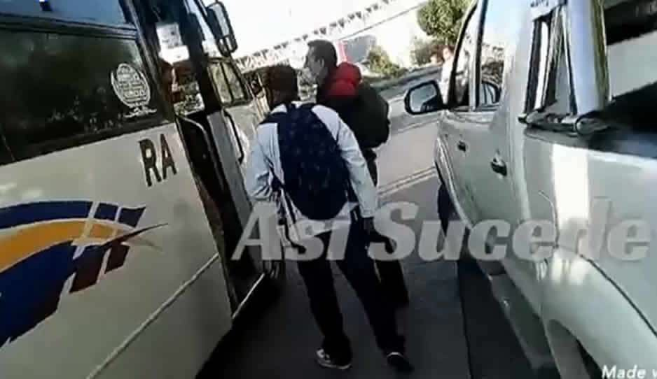 VIDEO: Pasajeros de la ruta Azteca le rompen la nariz a ratota y le quitan el teléfono robado