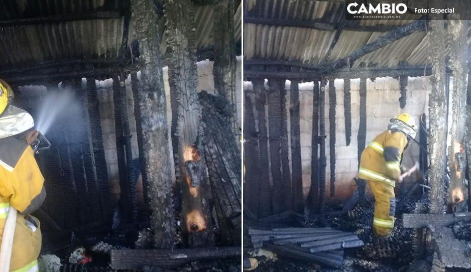 ¡Catastrófico! Incendio consume casa habitación en Ahuazotepec