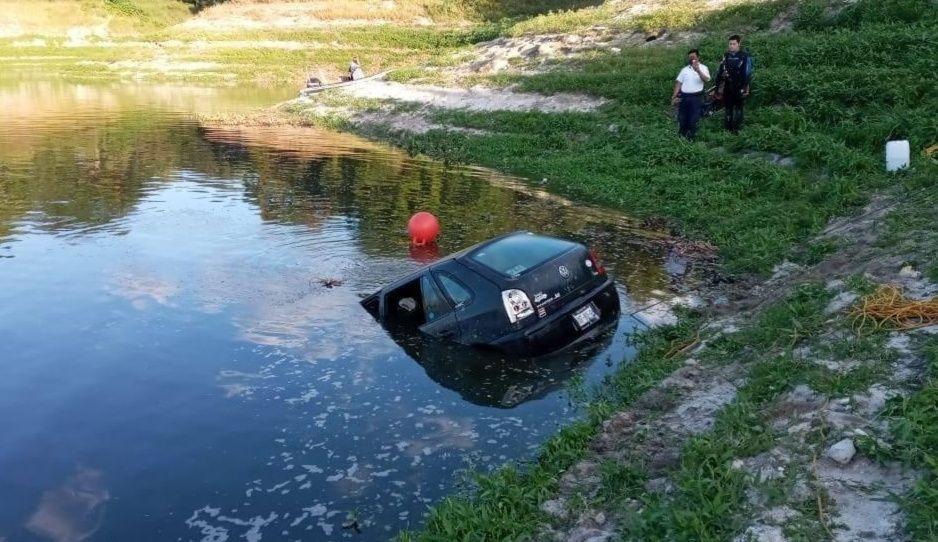 Borracho al volante cae junto con su familia a lago de Valsequillo; hay un muerto (VIDEO)