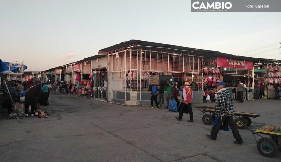 Tianguistas de Texmelucan se instalan a  pesar de la pandemia por el COVID-19