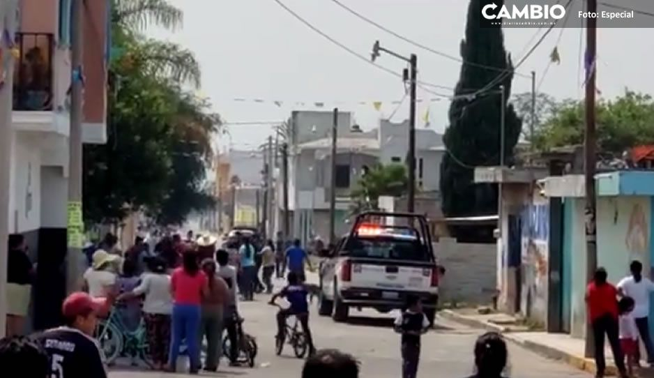 VIDEO: En tremendo zafarrancho terminó la entrega de despensas en Atoyatempan; ciudadanos denuncian irregularidades al conceder apoyos