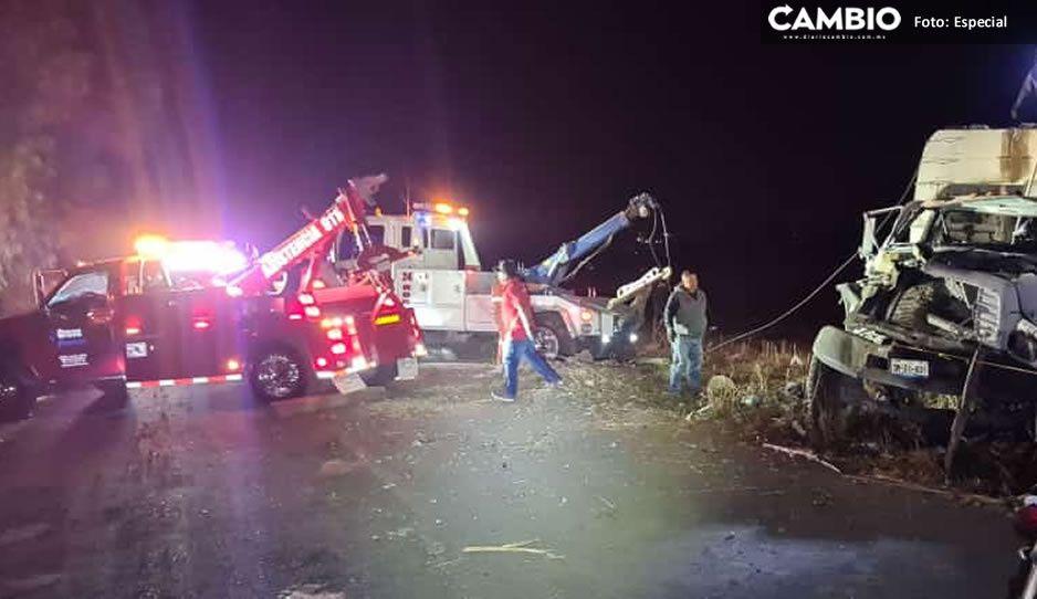 Chofer de camión de basura iba ebrio, se vuelca en Tepeacay hay un muerto