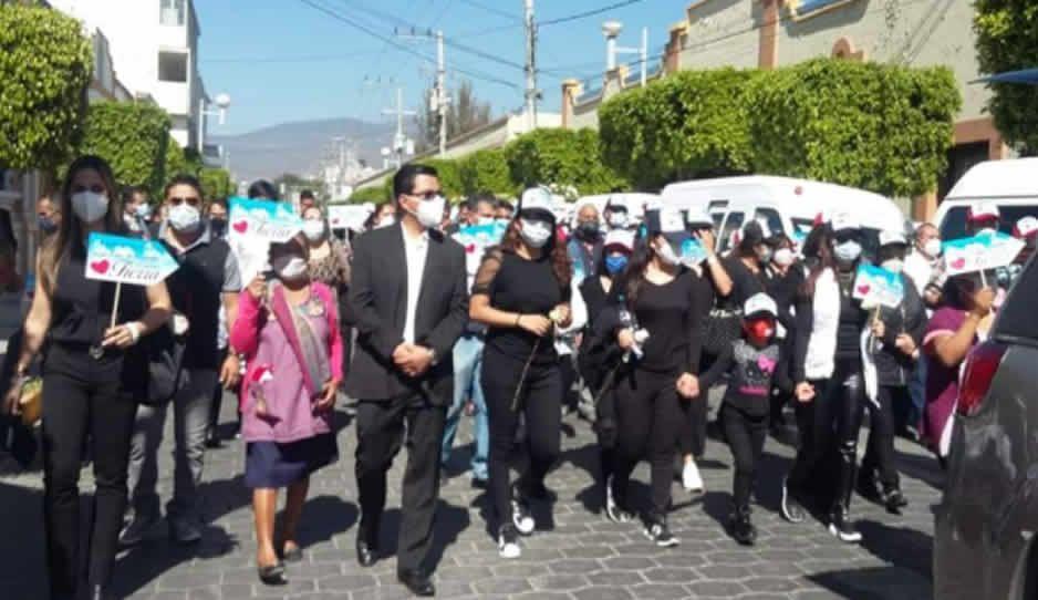 Más de mil personas se aglomeran en Tehuacán para despedir a Doctor Tierra, líder transportista