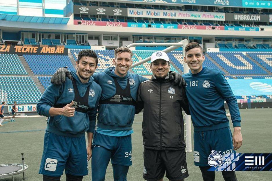 Club Puebla presume foto de sus porteros sin la sana distancia