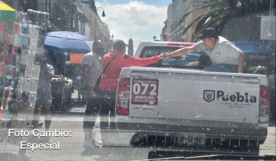 Exhiben corrupción del gobierno de Claudia: Vía Pública recibe moches de ambulantes