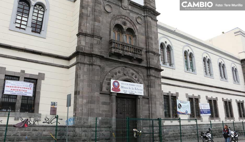 Obligan a padres a pagar cuota de mil 500 pesos en bachillerato Héroes de la Reforma