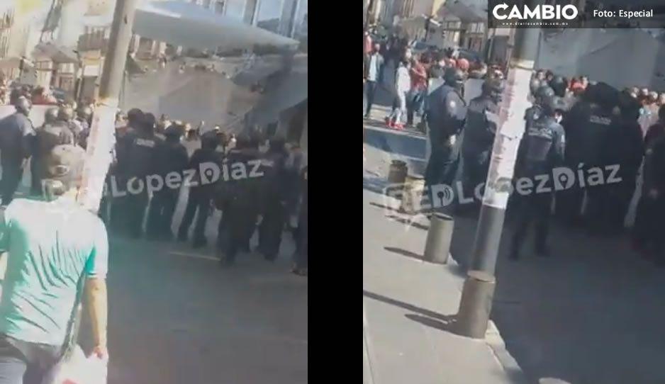 Ambulantaje continúa y Policía Municipal decomisa su mercancía en la 3 Norte y 8 Poniente (VIDEO)