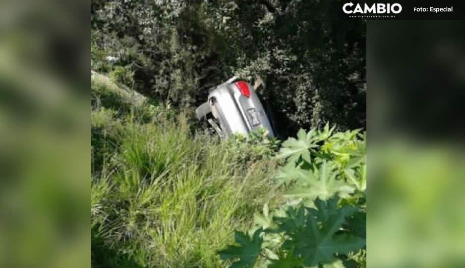 Cae automóvil a barranca en la colonia Los Ángeles Barranca Honda; no se reportan heridos