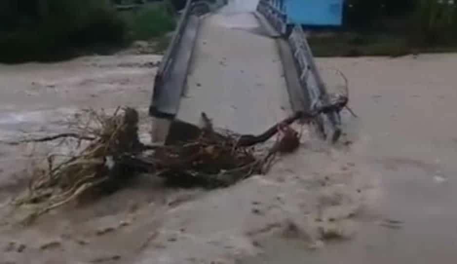 """""""Diluvios"""" en la Mixteca tiran puente y dejan incomunicada la zona"""