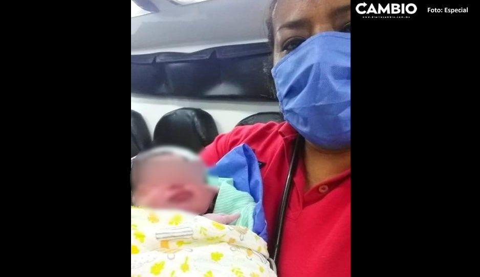 Mujer da a luz dentro de su automóvil en calles de Tehuacán