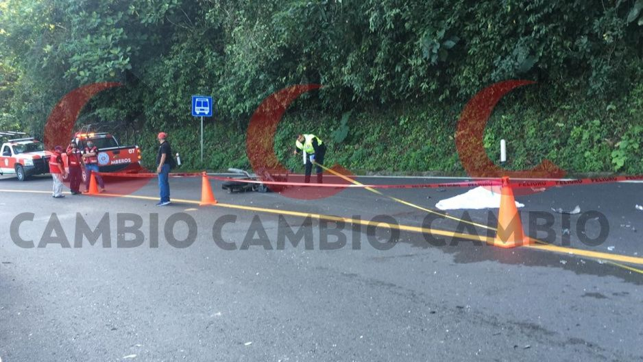Muere en la Pachuca Tuxpan un abogado motociclista que fue embestido por un autobús de la línea Unión Serrana