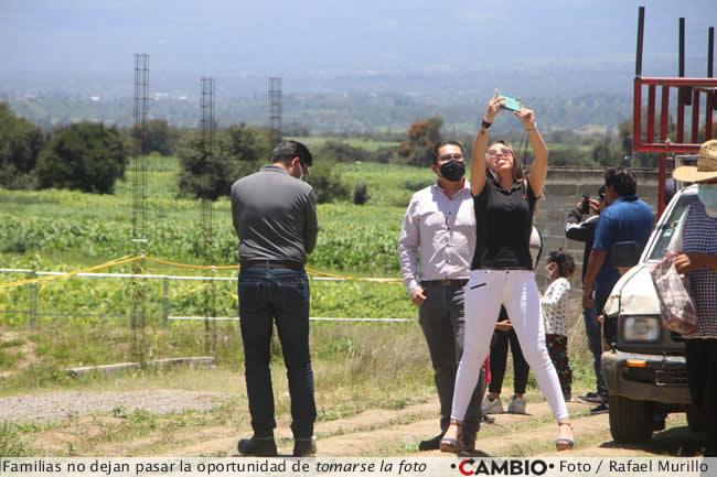 socavon visitantes se toman foto