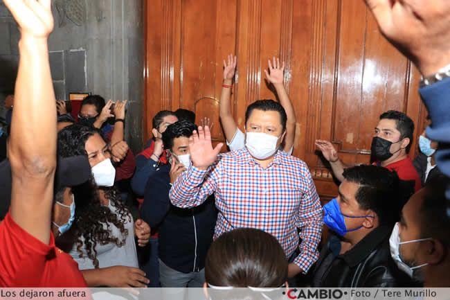 protesta sindicalizados ayuntamiento gonzalo juarez saluda