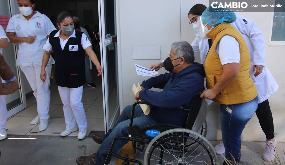 abuelito vacuna covid.jpg