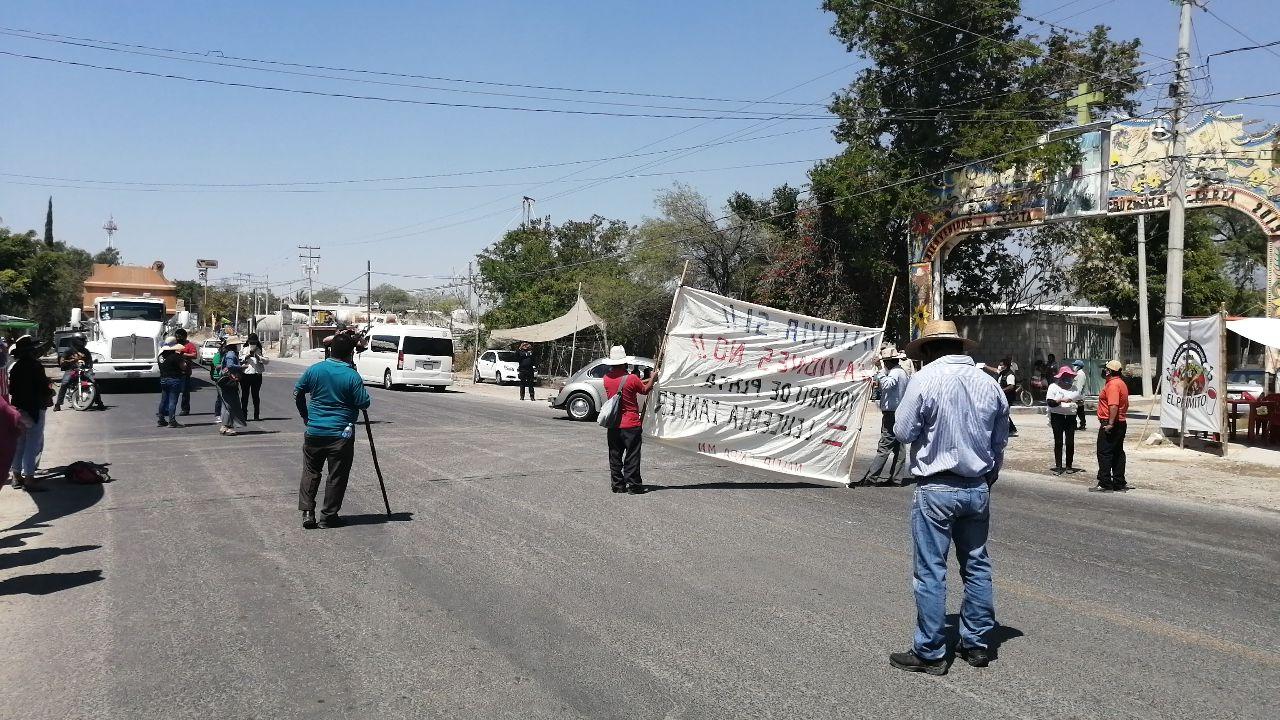 bloquean la estatal Tehuacán-Teotitlán 3.jpg
