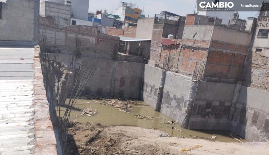 ¡Lo que faltaba! Derrumbe de la obra en Texmelucan deja tres viviendas inhabitables