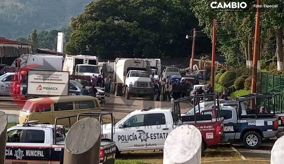 Se enfrentan policías y empleados de limpia de Huauchinango por impedir detención de Carlos Román