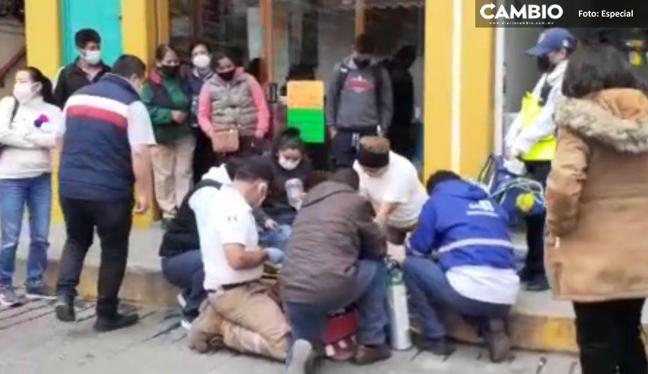Hombre se convulsiona en Tlautlauquitepec y muere; acusan que paramédicos se tardaron en llegar (VIDEO)