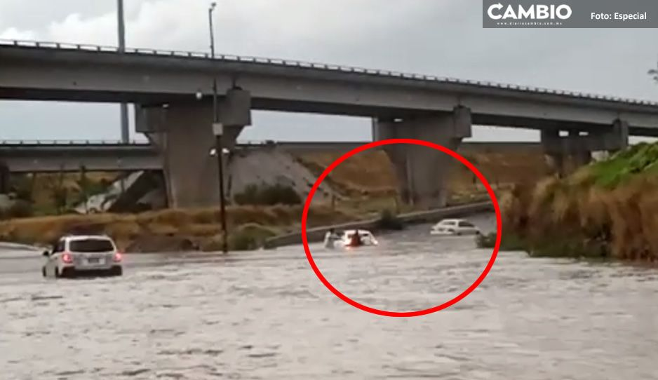 VIDEO: Intensa lluvia deja coches varados en la federal a Tehuacán y Periférico