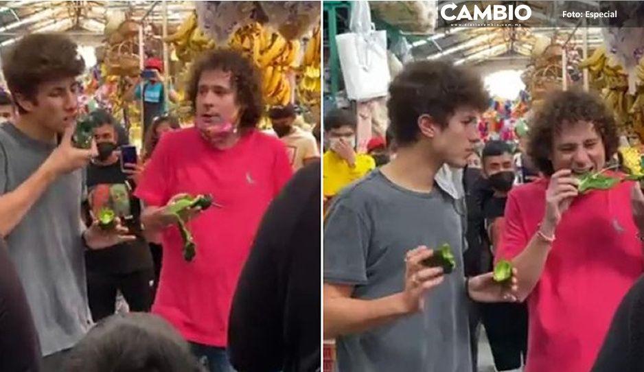 VIDEO: Luisito Comunica y Juanpa Zurita prueban todos los chiles del Mercado de Cholula