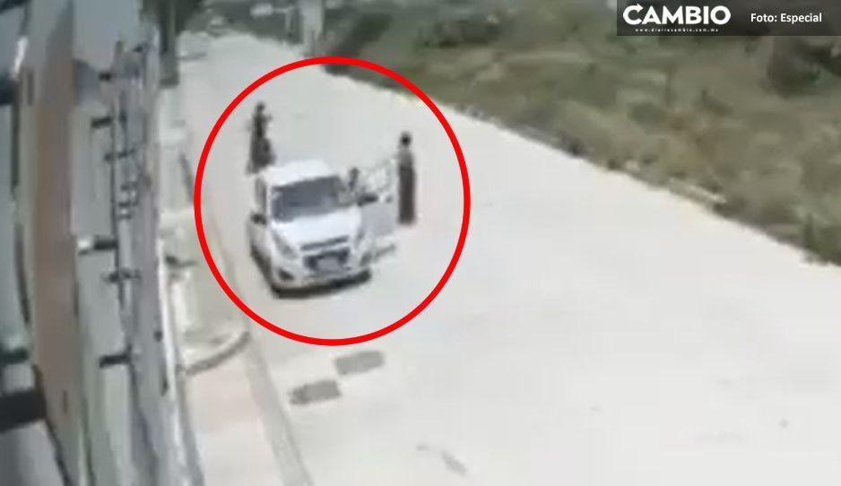 VIDEO: Mujer implora a rateros que no se lleven su coche en Cuautlancingo